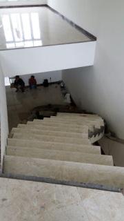 Sebuah Jasa Renovasi Tangga Rumah Mewah di Jakarta