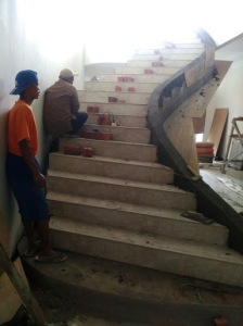 Proses Renovasi Tangga Rumah Mewah Klasik Jakarta Utara